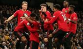 Manchester United, derbide Manchester City'yi 2-1 yendi